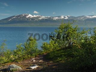 Landschaft  zwischen Kiruna und Narvik am Torneträsk (See)