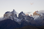 Wolkenstimmung in den Bergspitzen des Torres del Paine Massivs, Chile, Clouds in mountain peaks of Torres del Paine massif