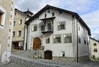 Typisches Engadinerhaus, Scuol, Engadin, Graubünden, Schweiz