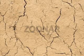 Trockenheitsrisse an einer Lehmwand