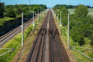 Zwei Hochgeschwindigkeitseisenbahntrassen