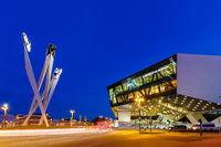 Porsche 911 Museum Stuttgart bei Nacht Deutschland Kunst Kunstwerk Architektur