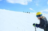 Skifahrerin mit Textfreiraum