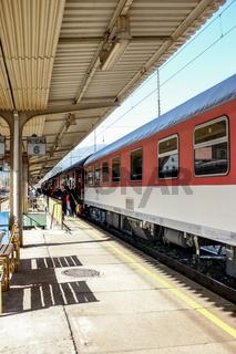 Intercity im Bahnhof Vrutky (Slowakei)