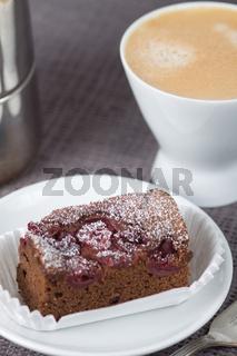 Kuchen und Tasse