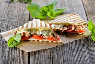 Panini mit Thunfisch und Mozzarella