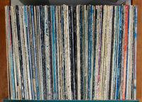 Schallplatten im Regal