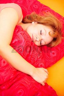 Blonde Frau schläft
