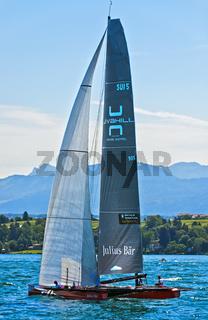 Segelboot SUI 5 Team Tilt segelt auf dem Genfersee