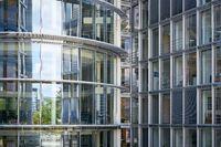 Glasfassade eines Bürogebäudes in Berlin