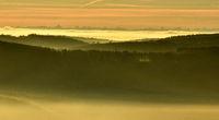 Nebelstimmung auf der Schwaebischen Alb mit Alpenblick