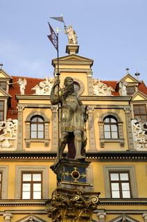 Rolandsfigur vor dem Haus zum Roten Ochsen am Fischmarkt