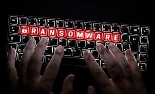 Ransomware Tastatur wird von Hacker bedient