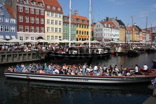 Kopenhagen, Nyhavn, Häuser und Schiffe