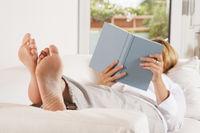 Die Füße hochlegen und lesen