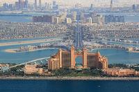 Dubai The Palm Palme Insel Atlantis Hotel Luftaufnahme Luftbild