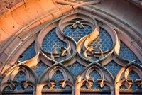 Gothisches Fenster am Münster in Freiburg im Breisgau.