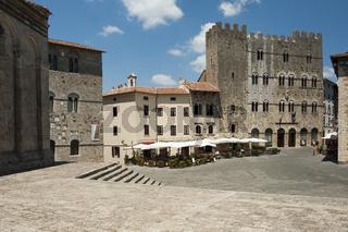 Piazza Garibaldi mit dem Palazzo Comunale und Palazzo dei Conti di Biserno in Massa Marittima