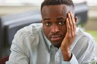 Afrikanischer Student in einer Prüfung