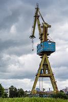 Blick auf einem Kran in Rostock