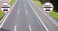 PKW Maut auf Autobahn - Schild mit Straße