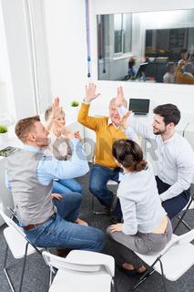 Gruppe Geschäftsleute im Kreis