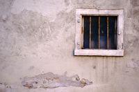 Nostalgisches Fenster mit Eisenstangen