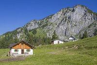 Vordere Scharnitzalm im Benediktenwandgebiet