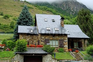 Ferienhaus aus Bruchstein in den Pyrenaeen