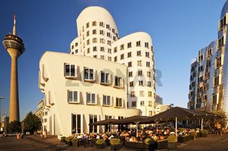 D_Gehry_Rheinturm_35.tif