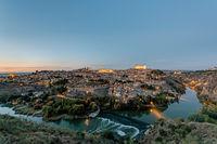 Blick auf Toledo in Spanien bei Sonnenuntergang
