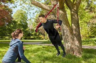 Suspension Sling Training im Park