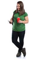 Studentin mit Handy Smartphone Ganzkörper Portrait Cola Getränk junge Frau jung Freisteller