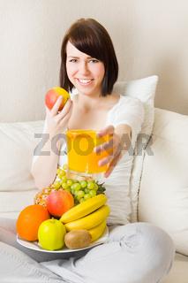 Orangensaft anbieten