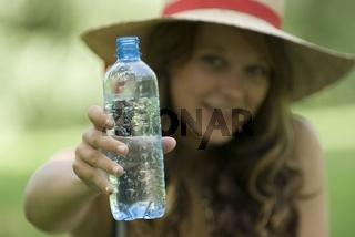 Frau mit Wasserflasche