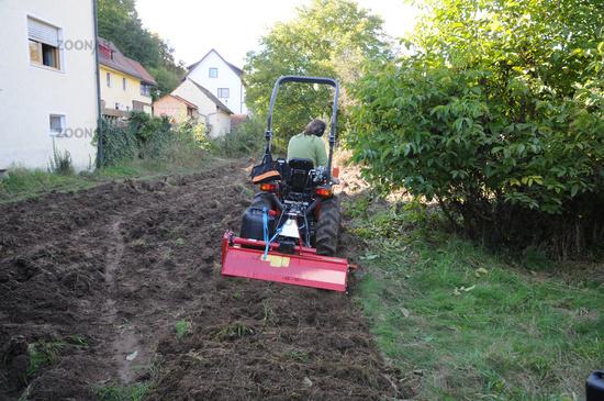 Foto Boden Frasen Mit Traktor Soil Tilling With Tractor Bild 9771220