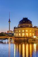 Bodemuseum, Fernsehturm und die Spree in Berlin