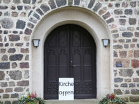Hinweissschild Kirche offen