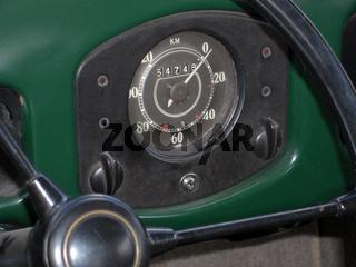 Tachometer in historischem VW Käfer