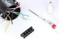 Elektrodose mit Drähten