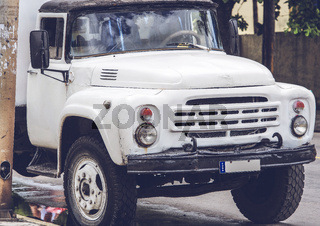 alter Truck auf einer Straße in Varadero Kuba