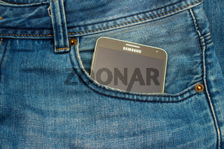 Modern SAMSUNG GALAXY NOTE in a denim pocket