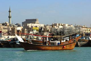 Traditionelles Fischerboot auf dem Dubai Creek
