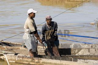 Flussarbeiter bei Antananarivo, Madagaskar, Afrika, river, worker, river workers, Madagascar, Africa