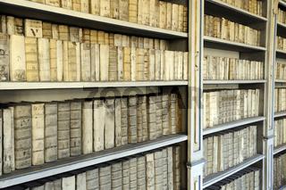 Sehr alte Bücher, Bibliothek, Kloster Strahov, Hradschin, Prag,