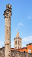 Kathedrale der heiligen Anastasia und Säule in der Altstadt von Zadar, Kroatien