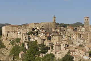 Sorano eine alte Tuffsteinstadt, Toskana, Sorana a old city on a Tuff rock, Tuscany