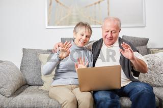 Senioren Paar beim Video Chat