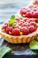 Tartlets with chocolate and fresh raspberries