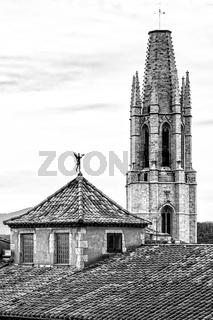 Schwarz-weiß Aufnahme der Basilika Sant Feliu, Girona, Katalonien, Spanien